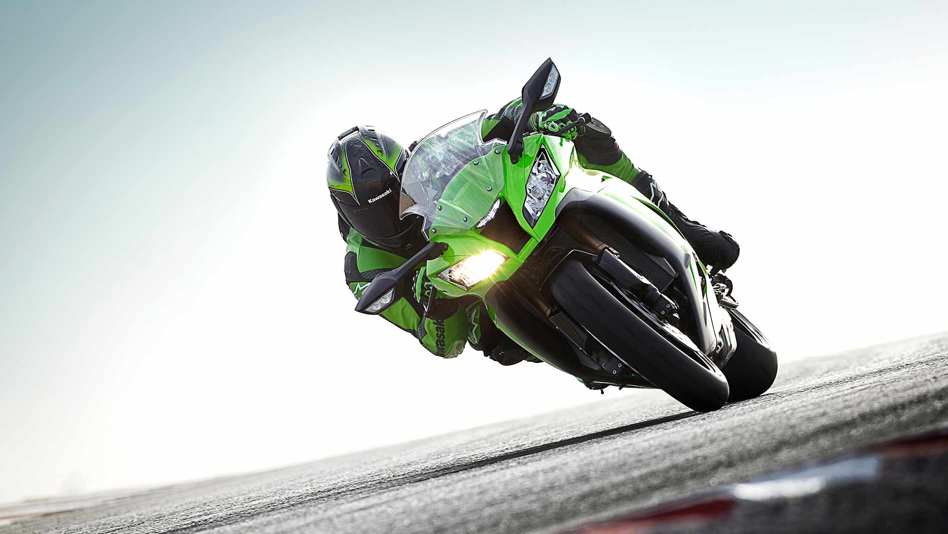 2011-k-zx-10r-gross-11MY_ZX-10R_LIM_Action_4